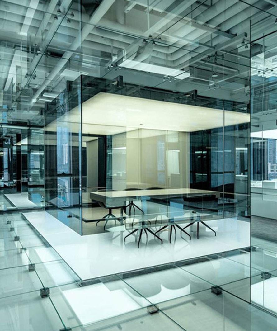 interiores de vidrio y aluminio